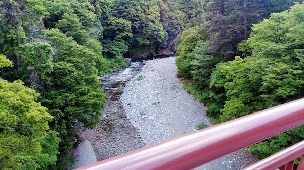 氷川キャンプ場_橋から見た河原